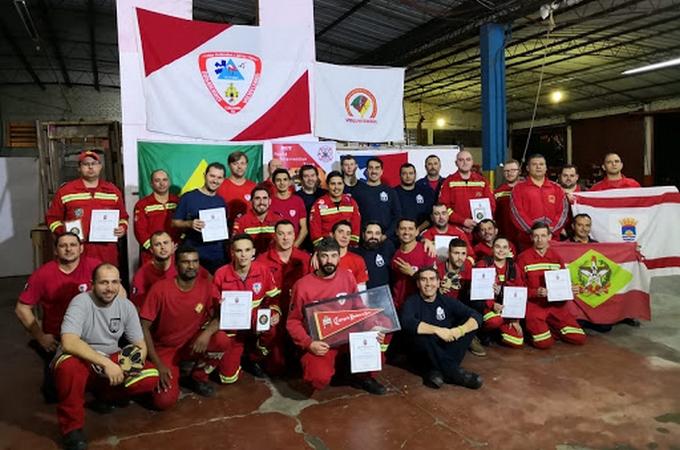 EN BRASIL INSTRUCTORES DEL CBÑ PREPARAN BOMBEROS E...
