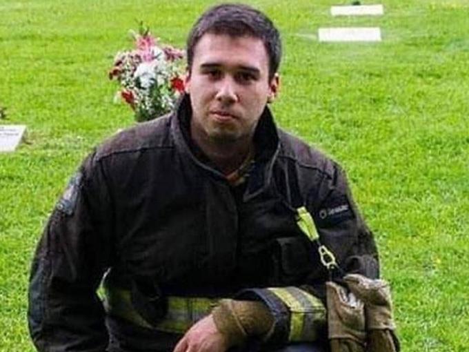 EMOTIVO HOMENAJE AL NUEVO MARTIR DE BOMBEROS DE CH...